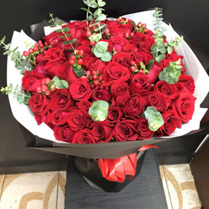 Red Rose Elegance: Send Gifts To China