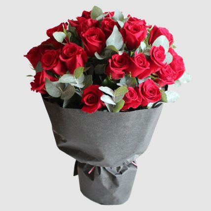 Romantic Red Roses Bouquet: Flower Delivery Egypt