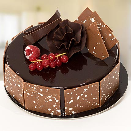 4 Portion Fudge Cake: Cake Delivery in Kuwait