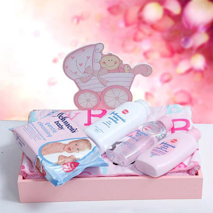 Pampering with Care: Newborn Baby Gifts