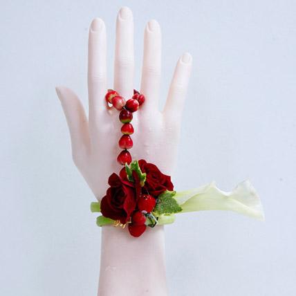 Divine Beauty: Flower Jewellery