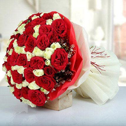 Bunch Of Red N White Roses: Wedding Bouquets