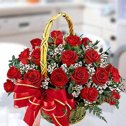 30 Red Roses Arrangement: Christmas Flowers to Fujairah