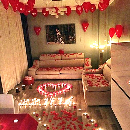 Romantic Decor Of Balloons and Candles: Premium Flowers
