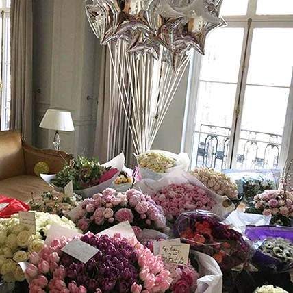 600 Mixed Flowers and Balloon Arrangement: Premium Gifts