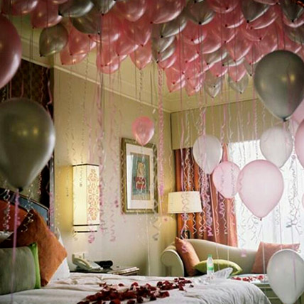 75 Helium Balloons and Rose Petals Surprise: Balloon Decorations