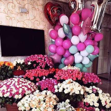 Vibrant Blooms and Balloons Magic: Experiential Gifts