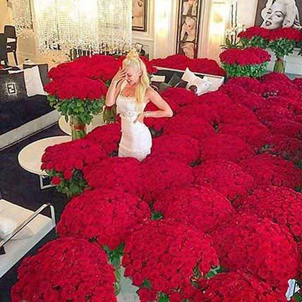 Extravagance Of Red Roses: Unique Gifts Dubai