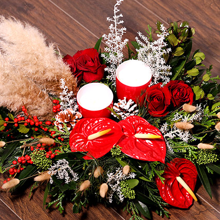 Xmas Special Center Table Flowers: Christmas Gifts