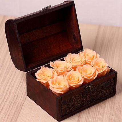 8 Peach Forever Roses in Treasure Box: Forever Rose Dubai