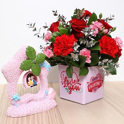 Valentines Flower Vase and Couple Idol: Valentine Gift Hampers to Fujairah