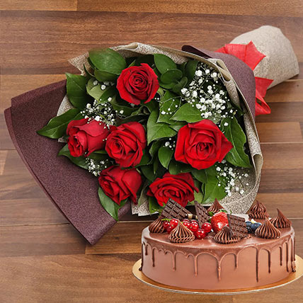 Elegant Rose Bouquet With Chocolate Fudge Cake: Anniversary Flowers and Cakes