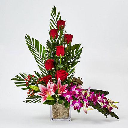 Ramadan Flowers Bunch In Glass Vase: Eid Gift Ideas