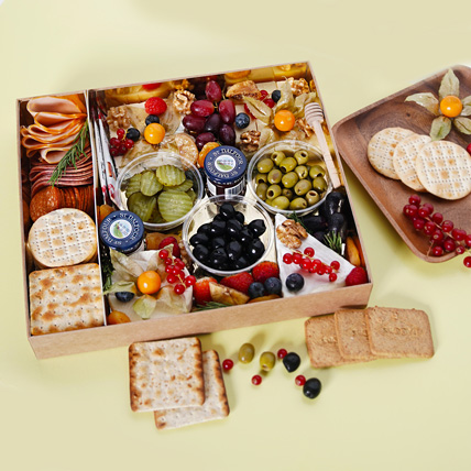 Medium Cheese Box with Condiments: Gift Hampers