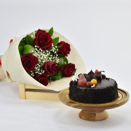 Elegant Rose Bouquet With Chocolate Fudge Cake: Anniversary Flowers & Cakes