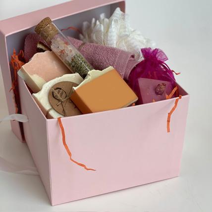 Handmade Soaps Loofah n Bath Salt: Gift Hampers