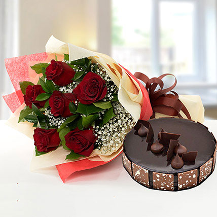 Elegant Rose Bouquet With Chocolate Cake QT: Cakes to Doha