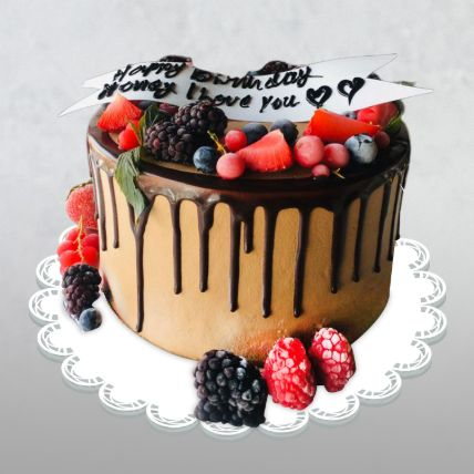 Loaded Love Choco Berry Cake: Gift Delivery in Qatar