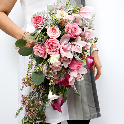 Mixed Roses and Calla Lilies Bouquet SG: Send Gifts to Singapore